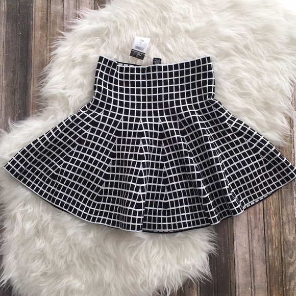 Dresses & Skirts - Black white geometric square fit and flare skirt
